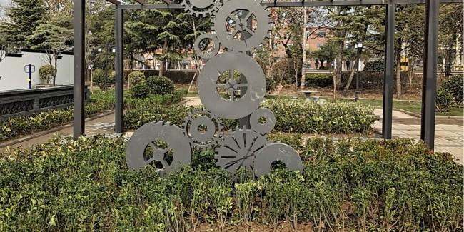 不锈钢景观雕塑的清洗方法有哪些?