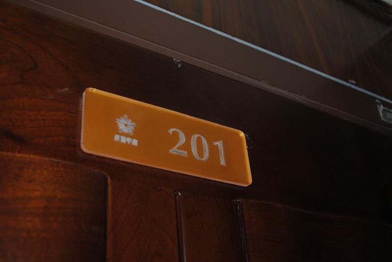 标识公司分享:住宅小区标识牌有哪些作用?-千帆标识,行业经验15年,为400+企业或市政单位提供标识系统解决方案。